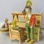 Unique Art Li'l Abner Dogpatch 4 Band lithographed tin wind up toy